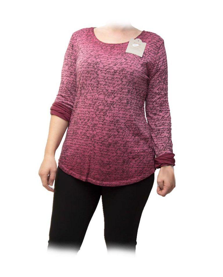 blusa con escritura rosa frente